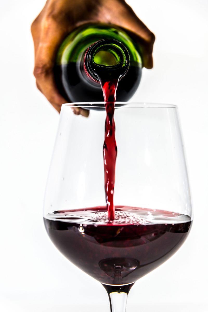 Come Servire e Versare il Vino