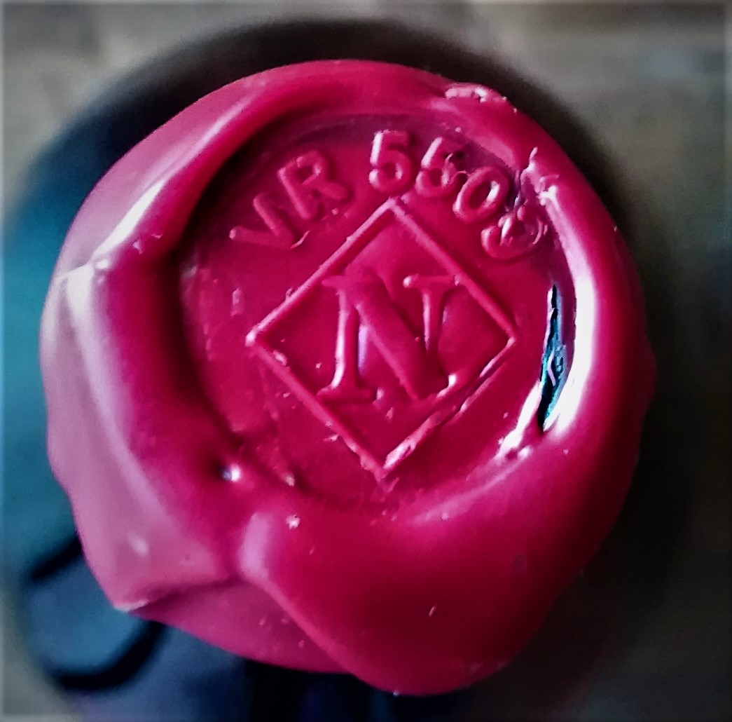 Perché si usa la ceralacca per sigillare i tappi delle bottiglie di vino