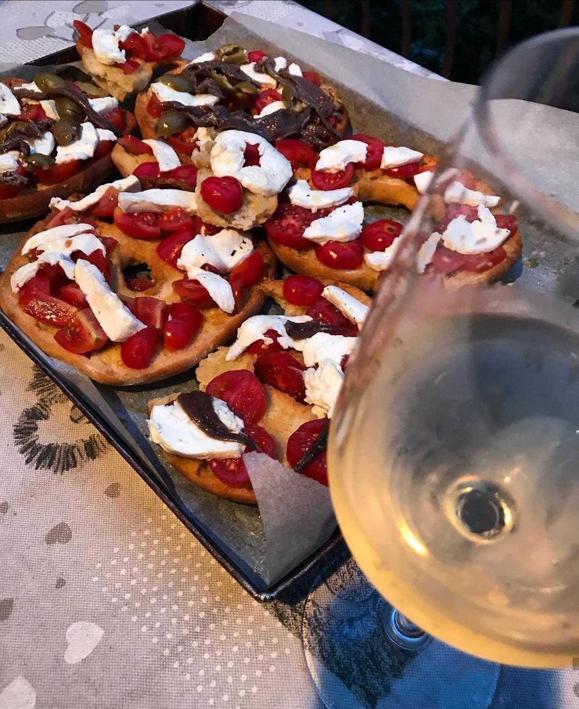 Abbinamento vino e pane cunzato