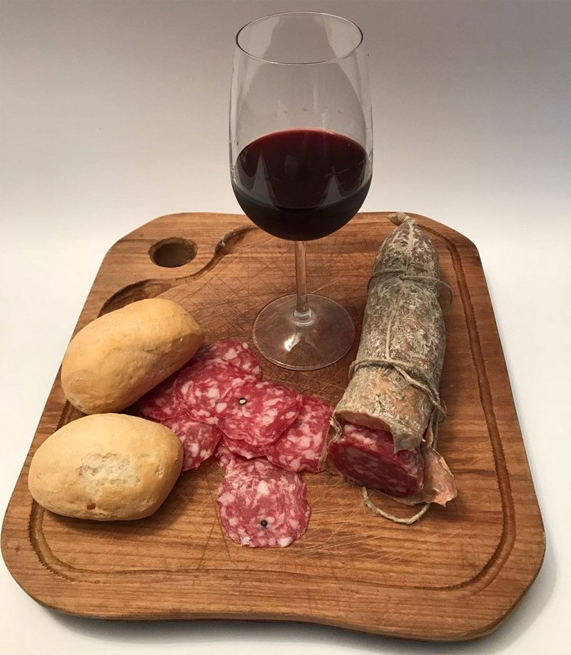 Abbinamento vino pane e salame