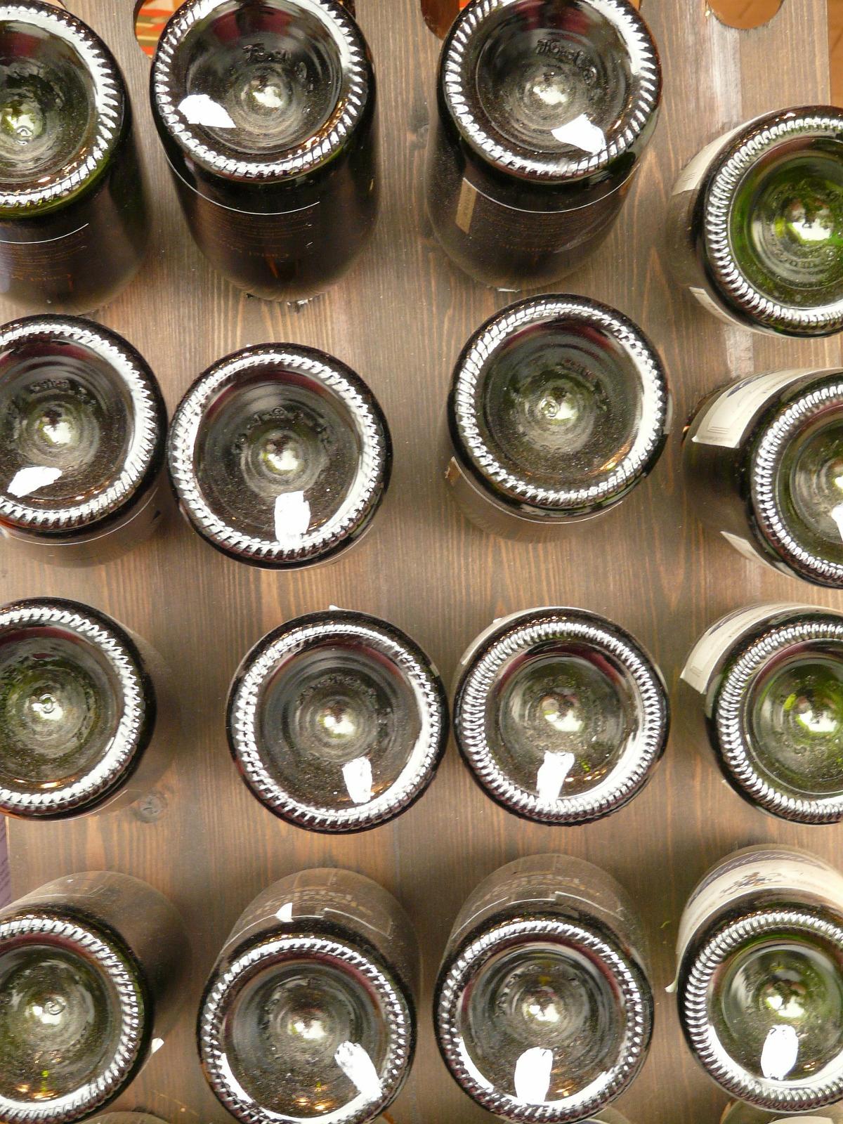 Perché le Bottiglie di Vino hanno il Fondo Concavo
