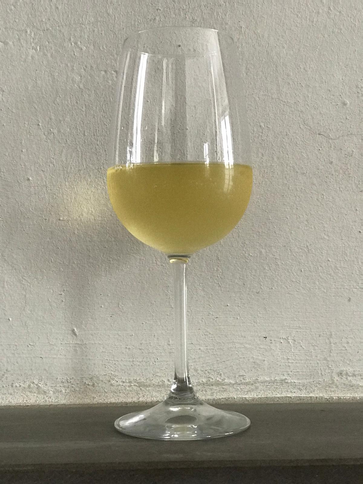 La quantità ideale di vino bianco e rosato in un bicchiere